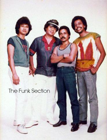 Funk Section dari kiri Mus Mujiono (gitar),Christ Kayhatu (keyboard,vokal),Yance Manusama (bass) dan Karim Suweileh (drums)