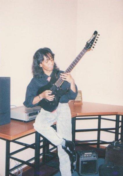 Jimmy Paais gitaris Symphony